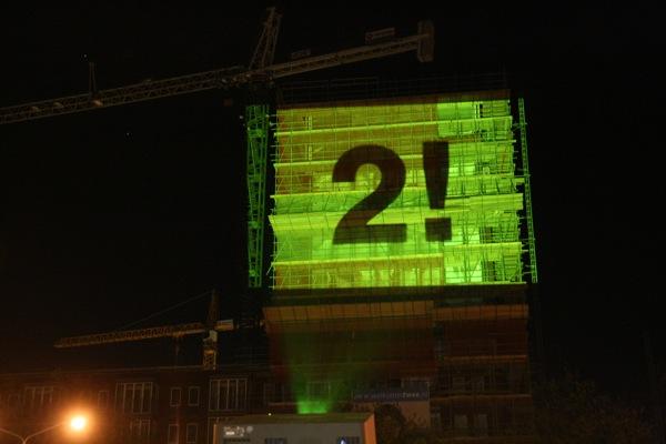 Buitenprojectie-gebouw-Tilburg-30-x-20-meter-Beamerhuren